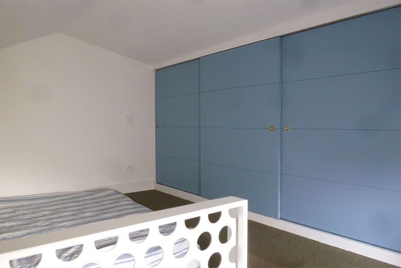 Vue-interieur-chambre-en-mezzanine-extension-aytre